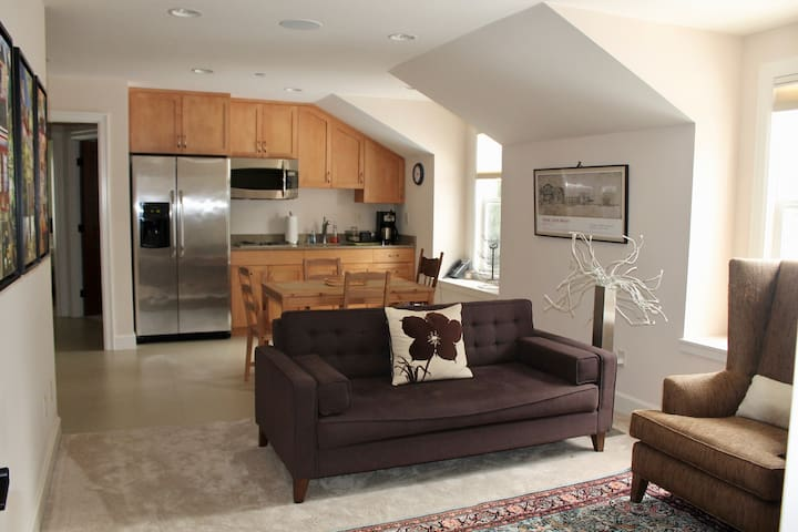 Modern 2 bdrm apartment ideally secluded on MI - Mercer Island - Appartement