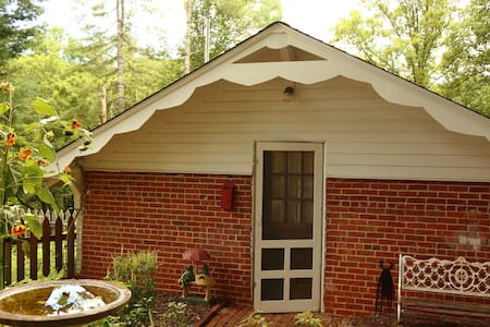 Close to the National Park/Cherokee  - w/ kitchen!