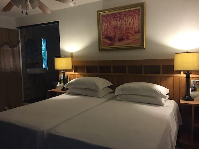 DOMINGA'S B&B NEAR SEA w/ WiFi & CABLE TV - Santo Domingo Este - Bed & Breakfast