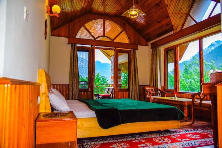 Comfortable Room @ Luxurious Wooden Chalet