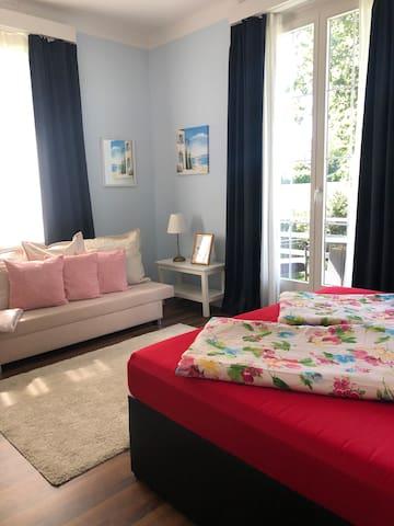 Gästezimmer mit Landblick und seitlichem Seeblick