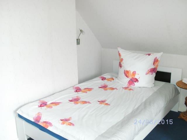 Zimmer in der Nähe der Holstenhalle - Neumünster - Ev