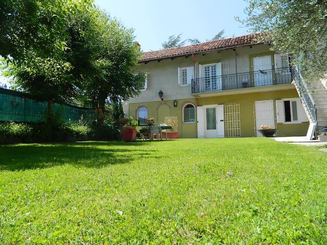 Casa Badinot, Oasis in UNESCO Hills - Diano d'Alba - Huis