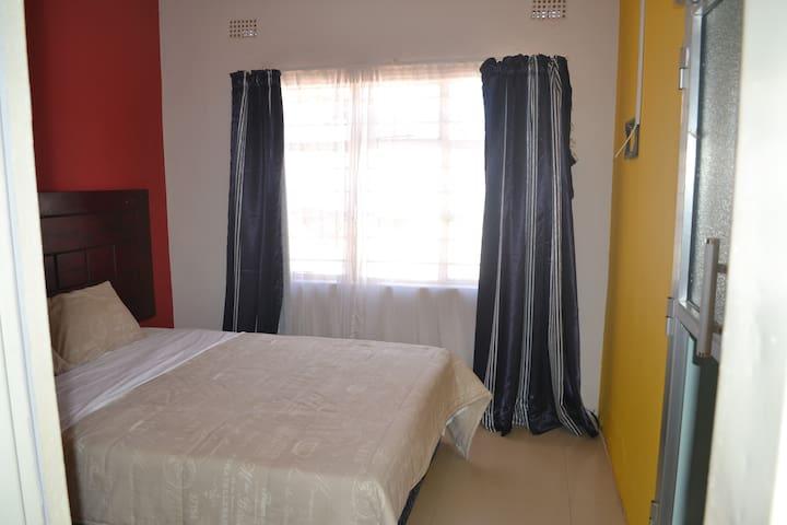 Honeybed Lodge Room 4