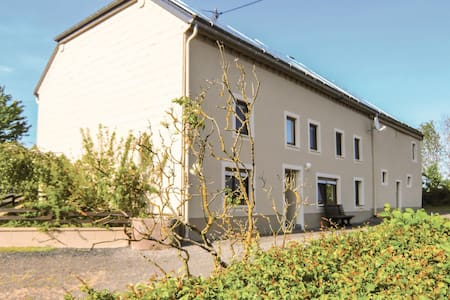 Holiday cottage with 4 bedrooms on 160m² in Sevenig Our