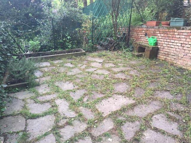 Ampia singola con vista colli - Bologna - House