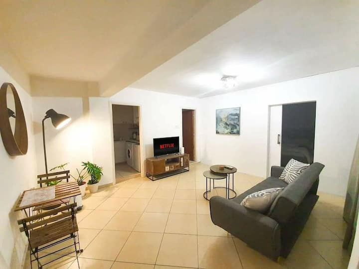 City Center Cosy &  Bright Apartment w/ Great View