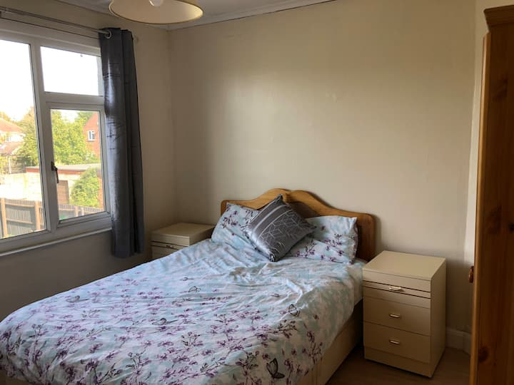 Double Bed 🔷 FREE WiFi 🔷 Spacious Room🔷New  Decor