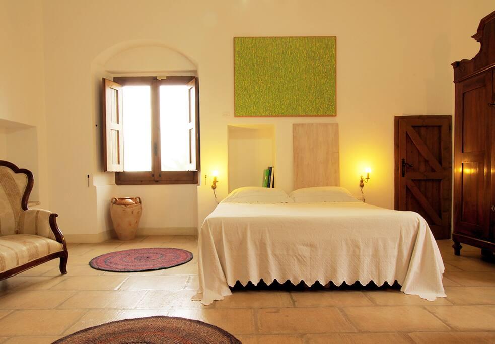 Camera matrimoniale nella TORRE (foto 2) - mobili d'antiquariato