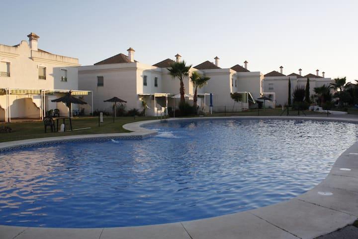 Bonita casa con piscina en la playa
