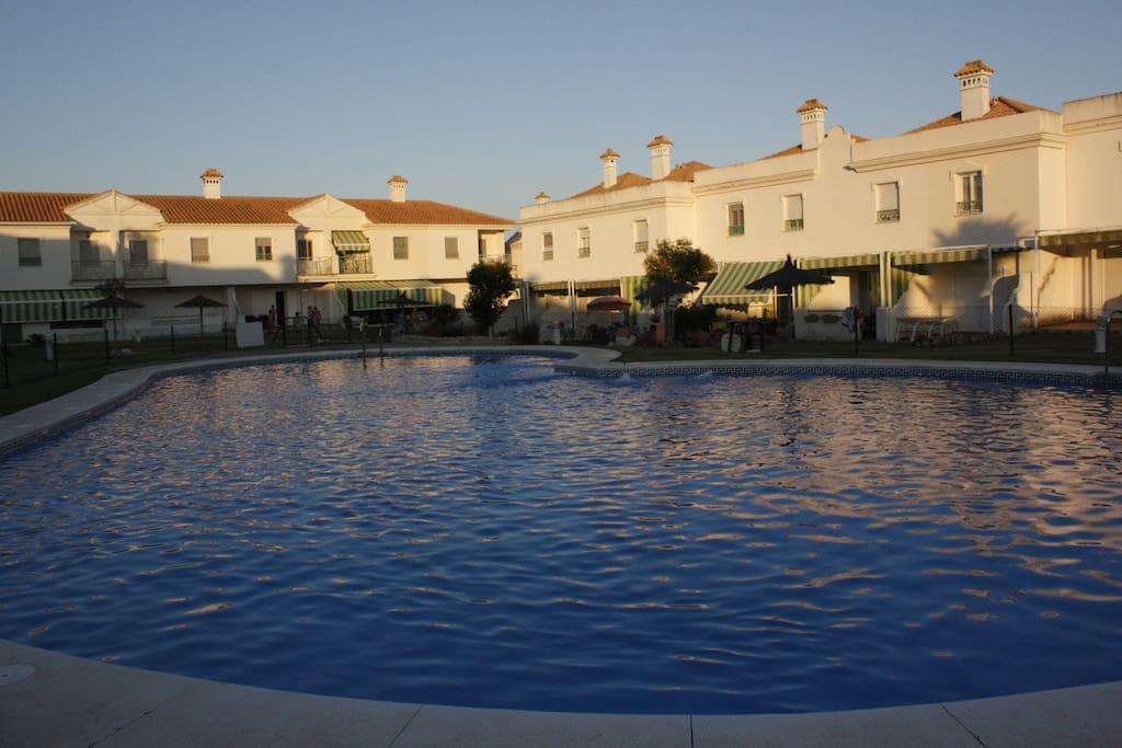 bonita casa con piscina en la playa townhouses in