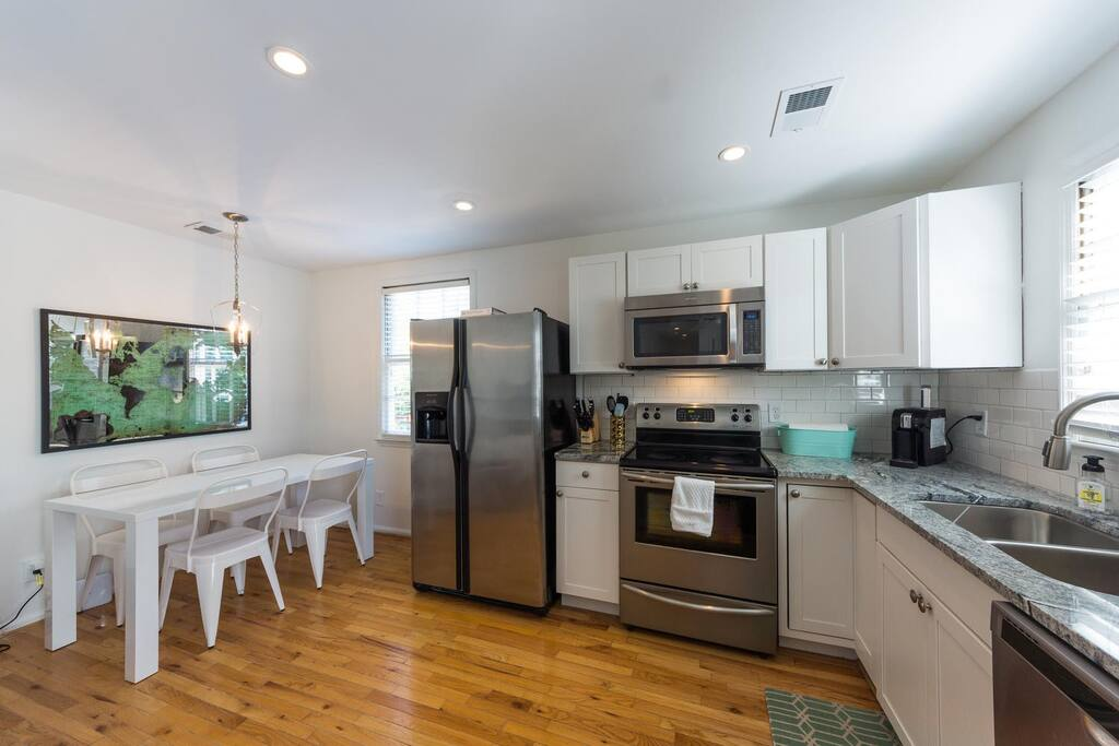 Cool 1880 Downtown Charleston Upper King Dining Apartments For Rent In Charleston South