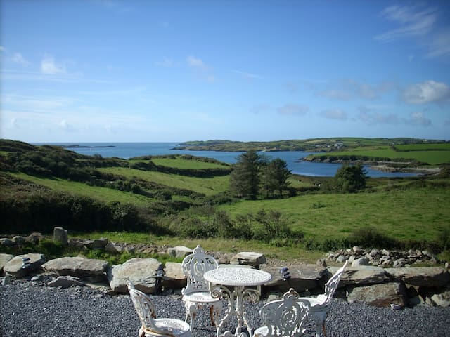 Spacious house by the sea w/beach - Schull - Hus