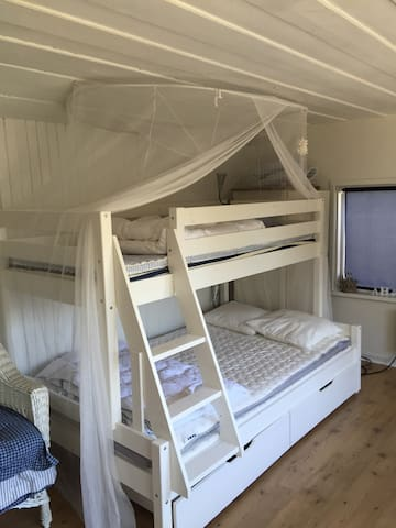 Small Guest house and 3 pax bed Bunk beds