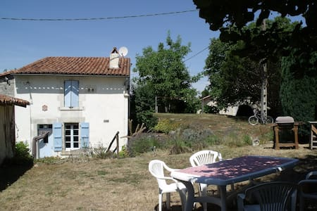 Pretty cottage, ideal couples, large shared pool - Saint-Romain - Rumah