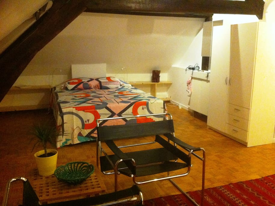 master room, double bed + extra second bed if needed