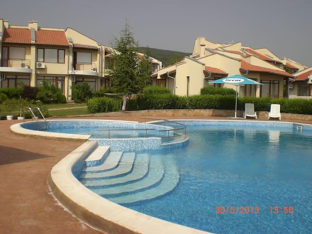 Villa Rosa - Kosharitsa - Talo