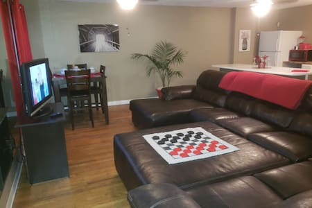 Downtown Loft Coverd Bridge  No Cleaning Fee Slps5