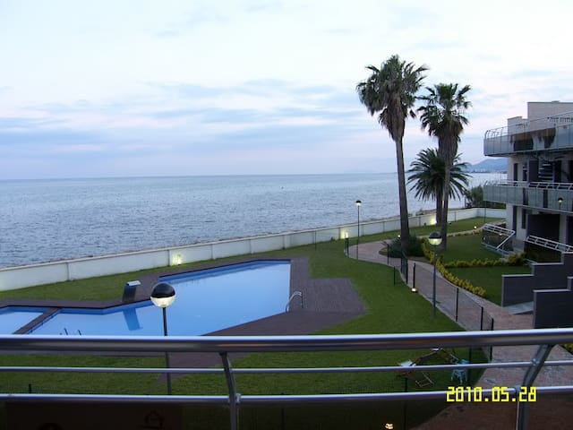 LUXURY SEASIDE APART. COSTA DORADA 60 sqm TERRACE
