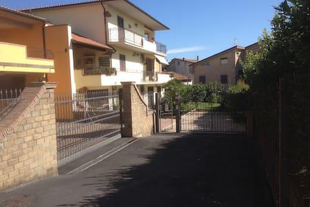Villa Vladi,Sogni Riposo Ristoro - Monterosi - Villa