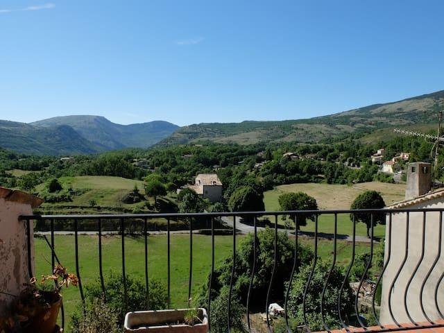 Vue panoramique sur la montagne - Cipières - Adosado