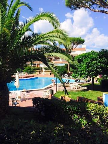 Appartamento in parco con piscine - Baia Domizia - Lägenhet