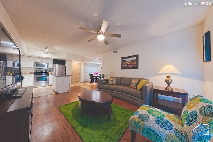 Beautiful 2Bed 2Bath Apt - Downtown Ft Lauderdale!