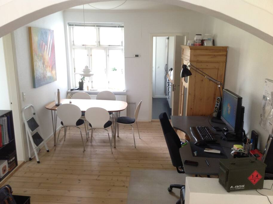Dining room / office. Dining room table can be expanded to accomodate 8 persons.