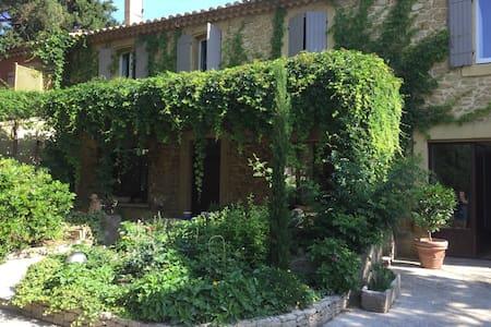 mas provencal de 1830 avec terrasse - Bédarrides