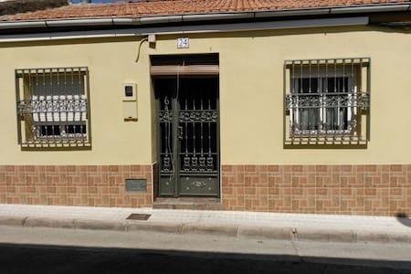 Casa ideal para matrimonio. - Villanueva del Arzobispo - House