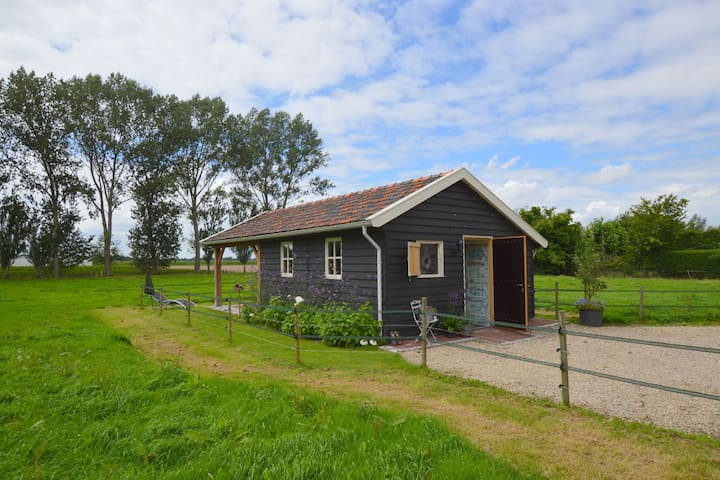 Cozy cottage overlooking farmlands near the Efteling and Den Bosch