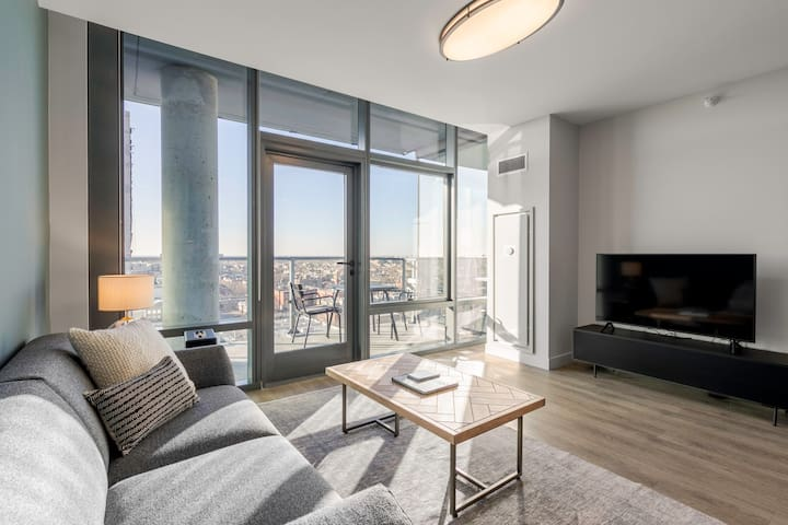 Airy Lakeview Studio, walk to Lakefront & Lincoln Park, by Blueground