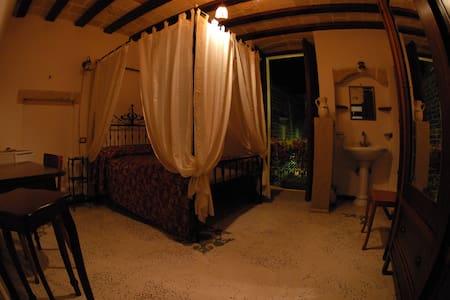 Room in old building - Galatone - Bed & Breakfast
