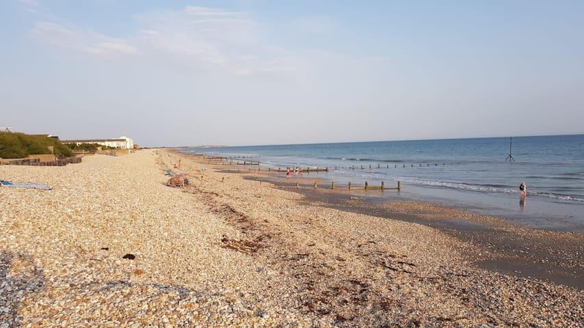 Bracklesham Bungalow by the Beach!