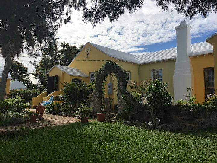 Room in Bermuda Cottage close to Hamilton
