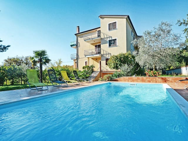 One bedroom apartment in a holiday house Albina wth lovely garden and pool area