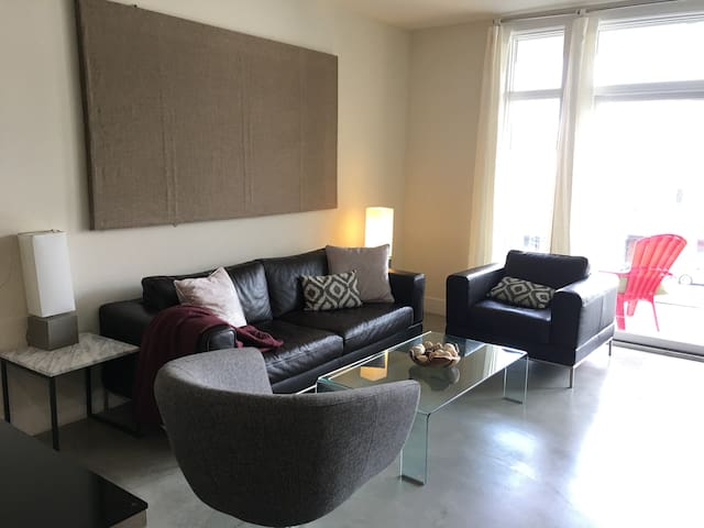 Heart of Pasadena New Modern Apt2/2 30days or more