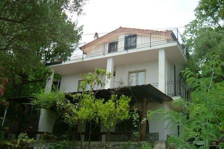 Appartamento con giardino in villa - Scario - 别墅