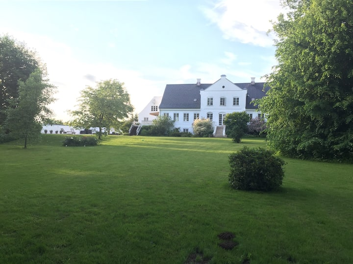 Luxury farmhouse with pool.  23 km. to Copenhagen.