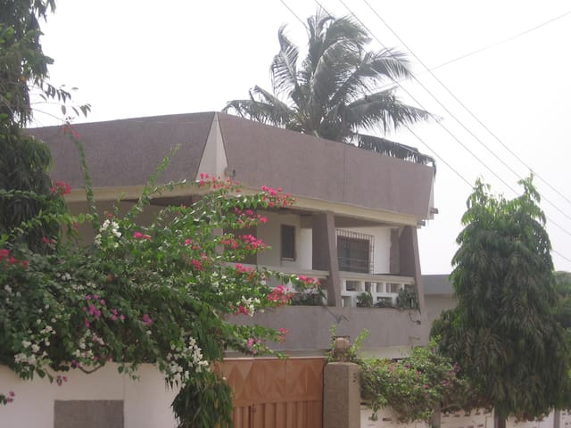 TELEY LODGE - DANSOMAN, Accra - Apartamento