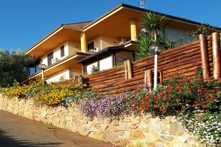 Inviting Villa in Amaroni with Furnished Garden and Terrace