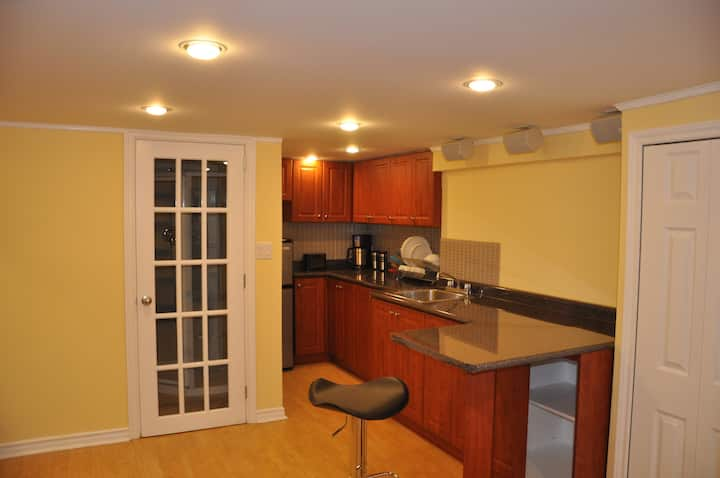 Cosy basement apartment with free parking!