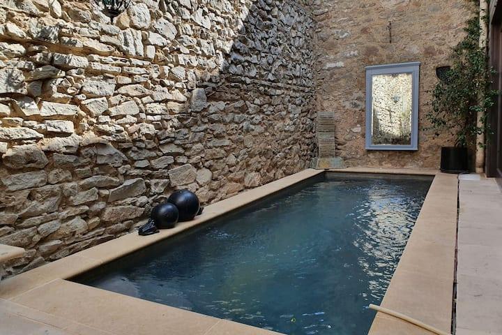Beau loft moderne avec piscine privée à Olonzac à quelques pas des restaurants