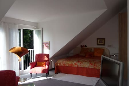 Charming, sunny 2-bedroom, Munich - Germering - 独立屋