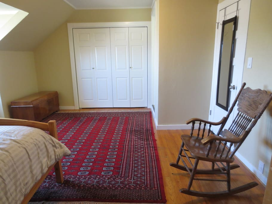 Oakland Private Room 1 Bed 2 Guestshuge Master Bedroom