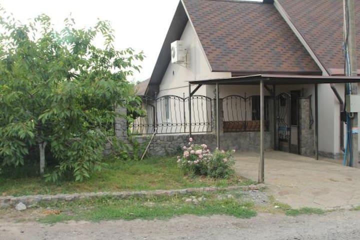 Уютный дом с баней и бассейном на Флоринке