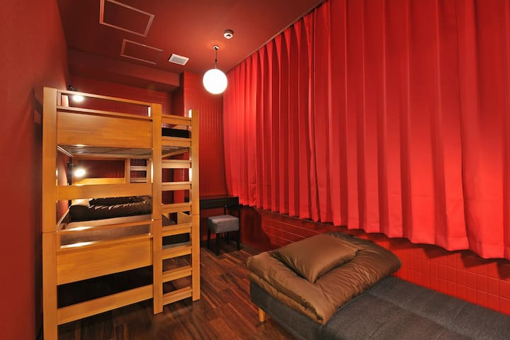 JR NAMBA STA. 3min WALK! 3ppl PRIVATE ROOM/3B