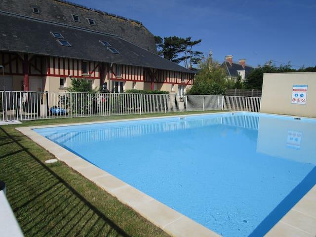 Duplex bord de mer jardin piscine - Commes - Dom