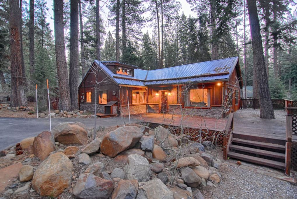 Classic tahoe vista cabin 112 cabins for rent in for North lake tahoe cabin rentals