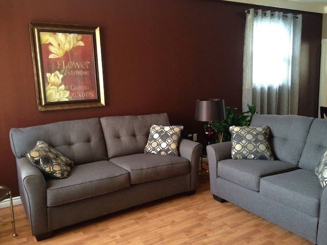 Perfect Location for Travellers - 1 Bdrm  (3)